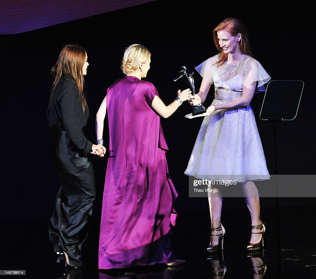 Actress <a gi-track='captionPersonalityLinkClicked' href=/galleries/search?phrase=Jessica+Chastain&family=editorial&specificpeople=653192 ng-click='$event.stopPropagation()'>Jessica Chastain</a> (R) presents Womenswear Designer of the Year award to designers Mary Kate Olsen (L) and <a gi-track='captionPersonalityLinkClicked' href=/galleries/search?phrase=Ashley+Olsen&family=editorial&specificpeople=156429 ng-click='$event.stopPropagation()'>Ashley Olsen</a> (C) on stage at the 2012 CFDA Fashion Awards at Alice Tully Hall on June 4, 2012 in New York City.