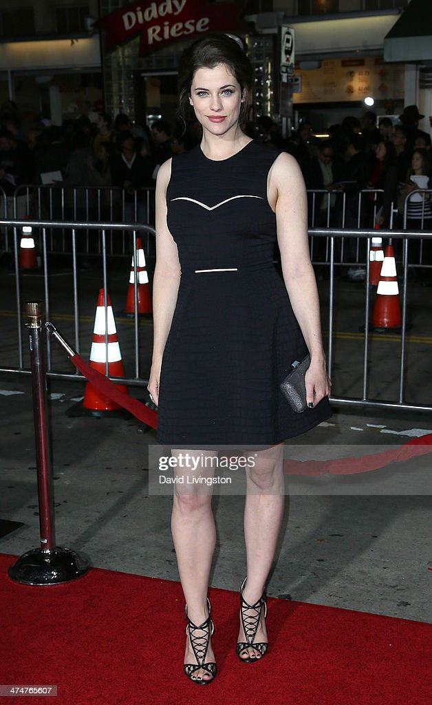 Actress Jessica De Gouw attends the premiere of Universal Pictures and Studiocanal's 'Non-Stop' at the Regency Village Theatre on February 24, 2014 in Westwood, California.