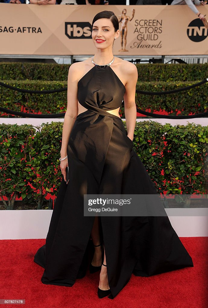 Actress Jessica Pare arrives at the 22nd Annual Screen Actors Guild Awards at The Shrine Auditorium on January 30, 2016 in Los Angeles, California.