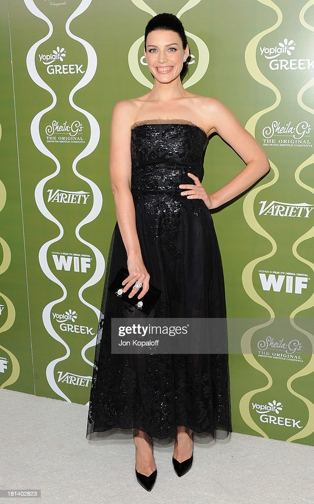 Actress <a gi-track='captionPersonalityLinkClicked' href=/galleries/search?phrase=Jessica+Pare&family=editorial&specificpeople=793183 ng-click='$event.stopPropagation()'>Jessica Pare</a> arrives at the Variety And Women In Film Pre-Emmy Party at Scarpetta on September 20, 2013 in Beverly Hills, California.