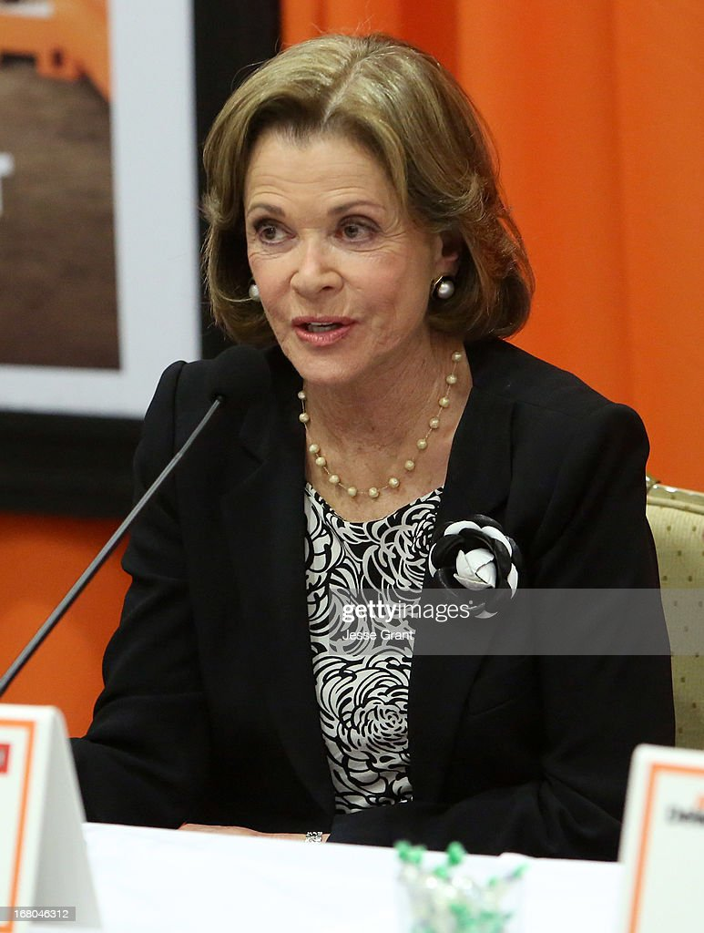 Actress <a gi-track='captionPersonalityLinkClicked' href=/galleries/search?phrase=Jessica+Walter&family=editorial&specificpeople=220269 ng-click='$event.stopPropagation()'>Jessica Walter</a> attends The Netflix Original Series 'Arrested Development' Press Conference at Sheraton Universal on May 4, 2013 in Universal City, California.