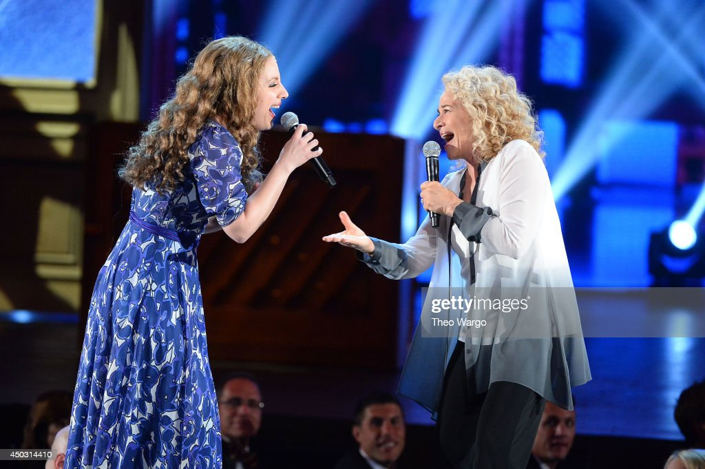Actress <a gi-track='captionPersonalityLinkClicked' href=/galleries/search?phrase=Jessie+Mueller&family=editorial&specificpeople=8736414 ng-click='$event.stopPropagation()'>Jessie Mueller</a> (L) and singer <a gi-track='captionPersonalityLinkClicked' href=/galleries/search?phrase=Carole+King+-+Musician&family=editorial&specificpeople=211440 ng-click='$event.stopPropagation()'>Carole King</a> perform onstage during the 68th Annual Tony Awards at Radio City Music Hall on June 8, 2014 in New York City.