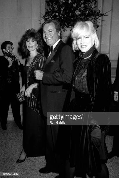 Actress Jill St John actor Robert Wagner and daughter Katie Wagner attend Dinner With DV on December 7 1987 at the Metrpolitan Museum of Art in New...