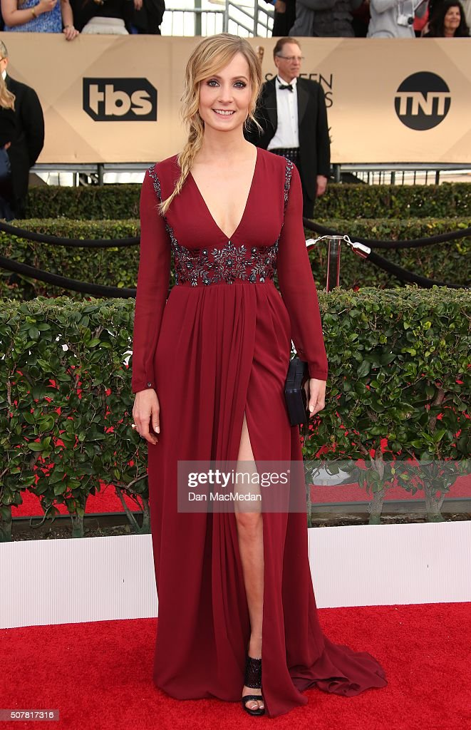 Actress <a gi-track='captionPersonalityLinkClicked' href=/galleries/search?phrase=Joanne+Froggatt&family=editorial&specificpeople=2364245 ng-click='$event.stopPropagation()'>Joanne Froggatt</a> attends the 22nd Annual Screen Actors Guild Awards at The Shrine Auditorium on January 30, 2016 in Los Angeles, California.