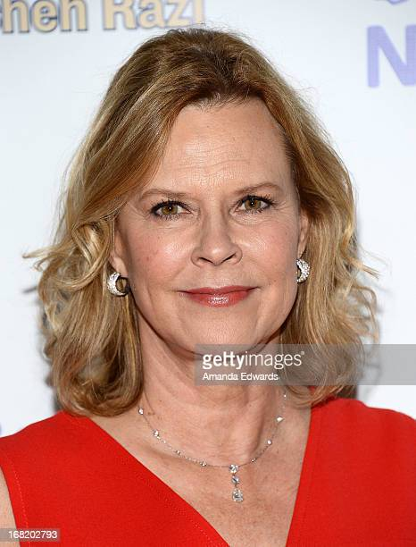 Actress JoBeth Williams arrives at the Midnight Mission's 'Golden Heart Awards' honoring Tim Allen and Jason Sinay at the Beverly Wilshire Four...