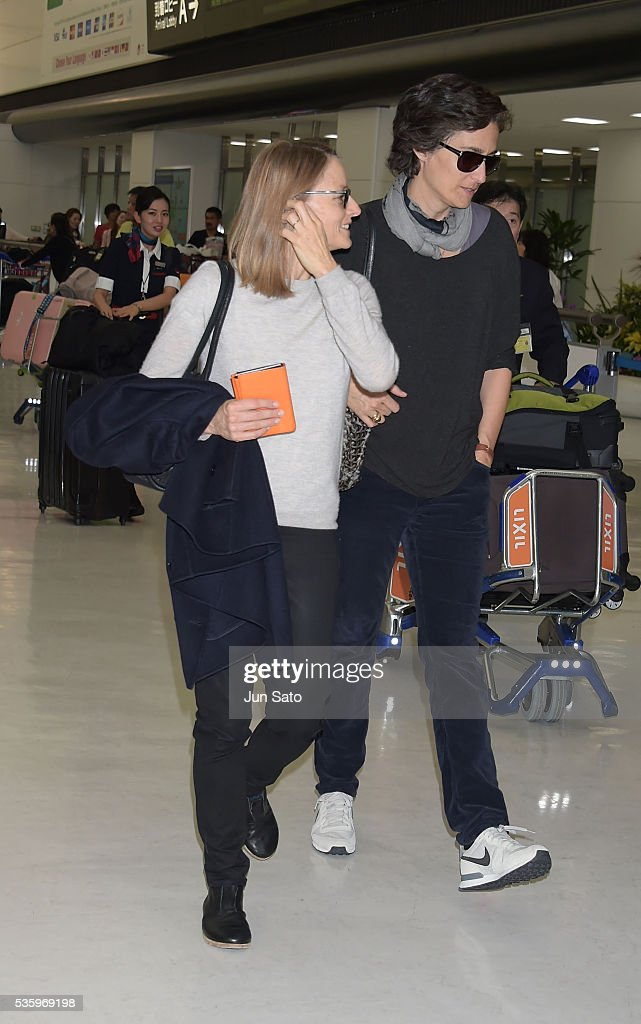Actress <a gi-track='captionPersonalityLinkClicked' href=/galleries/search?phrase=Jodie+Foster&family=editorial&specificpeople=204488 ng-click='$event.stopPropagation()'>Jodie Foster</a> and <a gi-track='captionPersonalityLinkClicked' href=/galleries/search?phrase=Alexandra+Hedison&family=editorial&specificpeople=228735 ng-click='$event.stopPropagation()'>Alexandra Hedison</a> are seen upon arrival at Narita International Airport on May 31, 2016 in Narita, Japan.