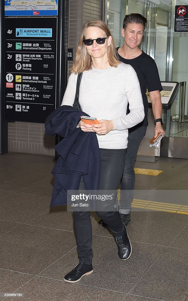 Actress <a gi-track='captionPersonalityLinkClicked' href=/galleries/search?phrase=Jodie+Foster&family=editorial&specificpeople=204488 ng-click='$event.stopPropagation()'>Jodie Foster</a> is seen upon arrival at Narita International Airport on May 31, 2016 in Narita, Japan.