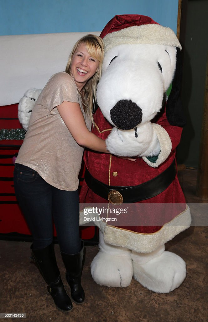 Actress Jodie Sweetin and Snoopy attend Knott's Berry Farm's Countdown To Christmas And Snoopy's Merriest Tree Lighting at Knott's Berry Farm on...