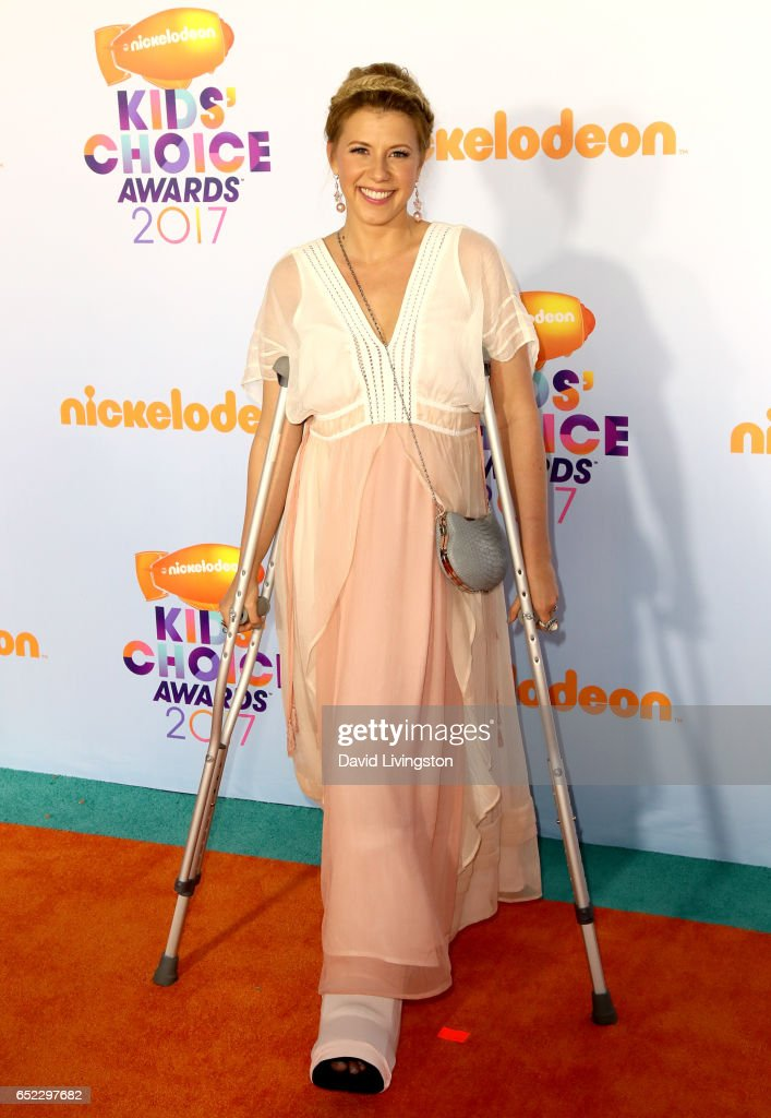 Actress Jodie Sweetin attends Nickelodeon's 2017 Kids' Choice Awards at USC Galen Center on March 11, 2017 in Los Angeles, California.