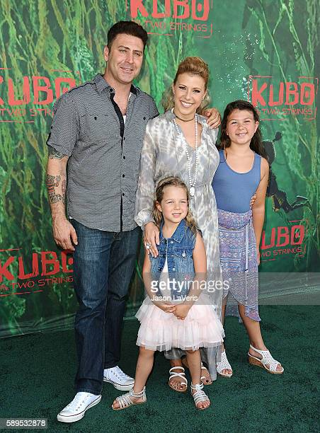 Actress Jodie Sweetin Justin Hodak and daughters Beatrix Carlin Sweetin Coyle and Zoie Laurel May Herpin attend the premiere of 'Kubo and the Two...