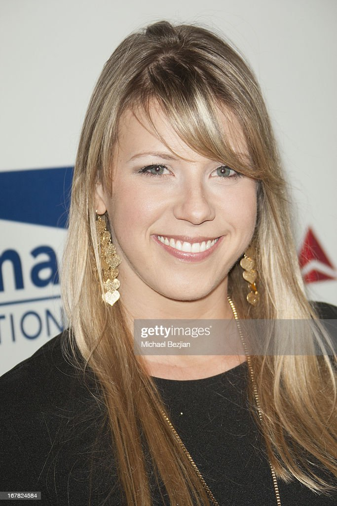 Actress Jodie Sweetin walks the red carpet at Scleroderma Research Foundation's Cool Comedy - Hot Cuisine at Regent Beverly Wilshire Hotel on April 30, 2013 in Beverly Hills, California.