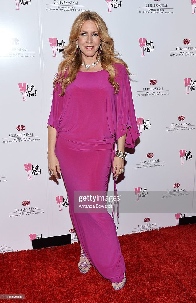 Actress Joely Fisher arrives at the What A Pair Benefit Concert to support breast cancer research and education programs at the CedarsSinai Samuel...