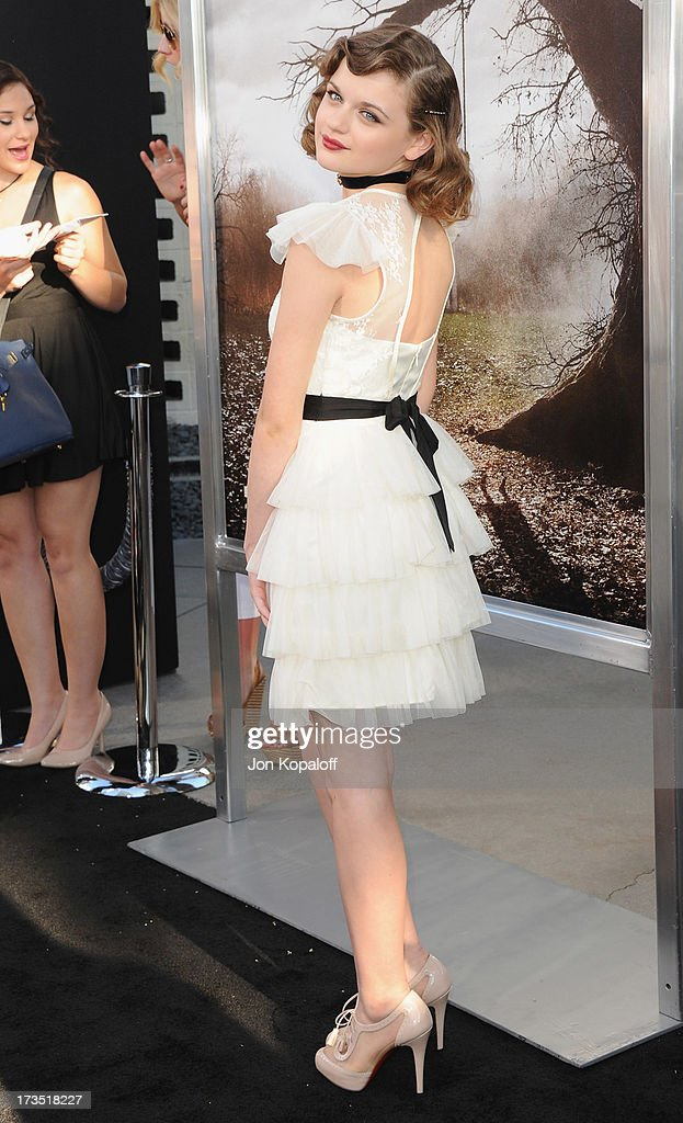Actress Joey King arrives at the Los Angeles Premiere 'The Conjuring' at ArcLight Cinemas Cinerama Dome on July 15, 2013 in Hollywood, California.