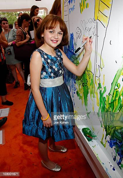 Actress Joey King attends the premiere of 'Ramona and Beezus' presented by Tide with ActiLift at Madison Square Park on July 20 2010 in New York City