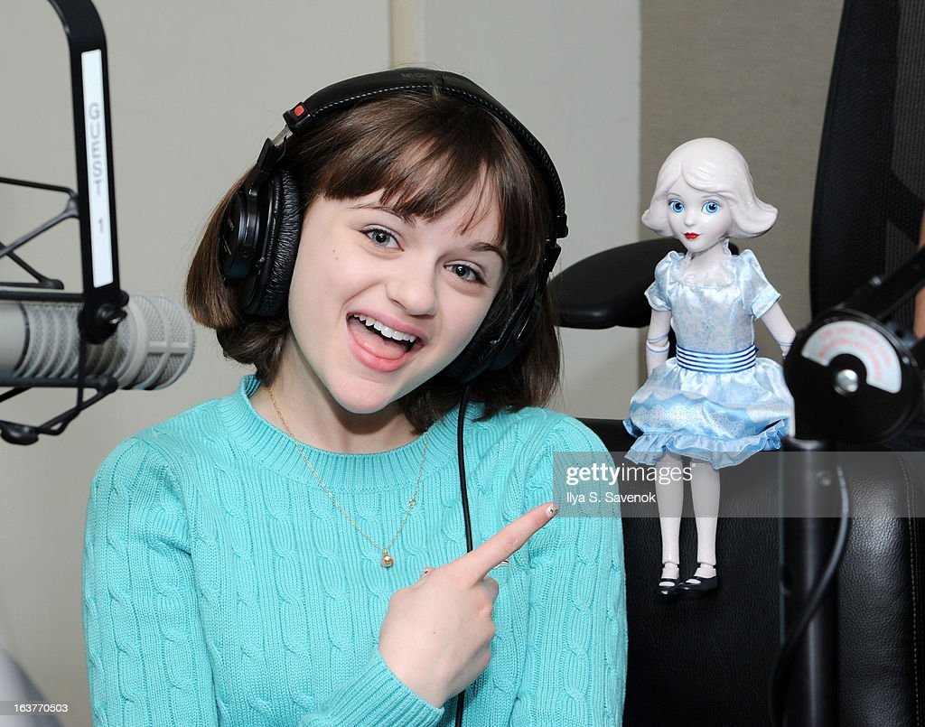 Actress <a gi-track='captionPersonalityLinkClicked' href=/galleries/search?phrase=Joey+King+-+Actress&family=editorial&specificpeople=2264584 ng-click='$event.stopPropagation()'>Joey King</a> visits the Sam Roberts show at the SiriusXM Studios on March 15, 2013 in New York City.