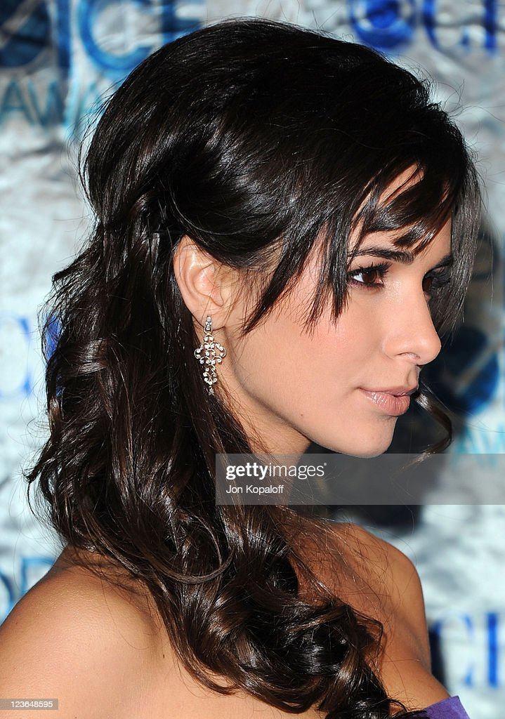 Actress <a gi-track='captionPersonalityLinkClicked' href=/galleries/search?phrase=Josie+Loren&family=editorial&specificpeople=6123503 ng-click='$event.stopPropagation()'>Josie Loren</a> arrives at the 2011 People's Choice Awards at Nokia Theatre L.A. Live on January 5, 2011 in Los Angeles, California.