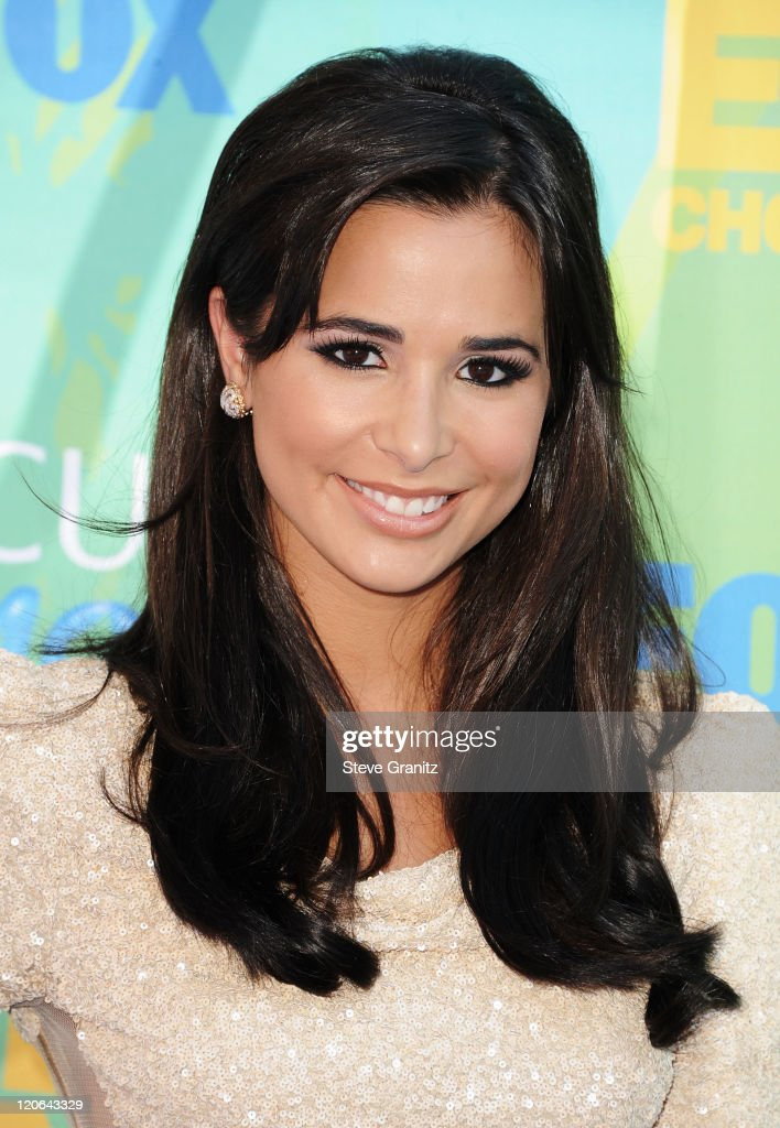 Actress Josie Loren arrives at the 2011 Teen Choice Awards held at the Gibson Amphitheatre on August 7, 2011 in Universal City, California.