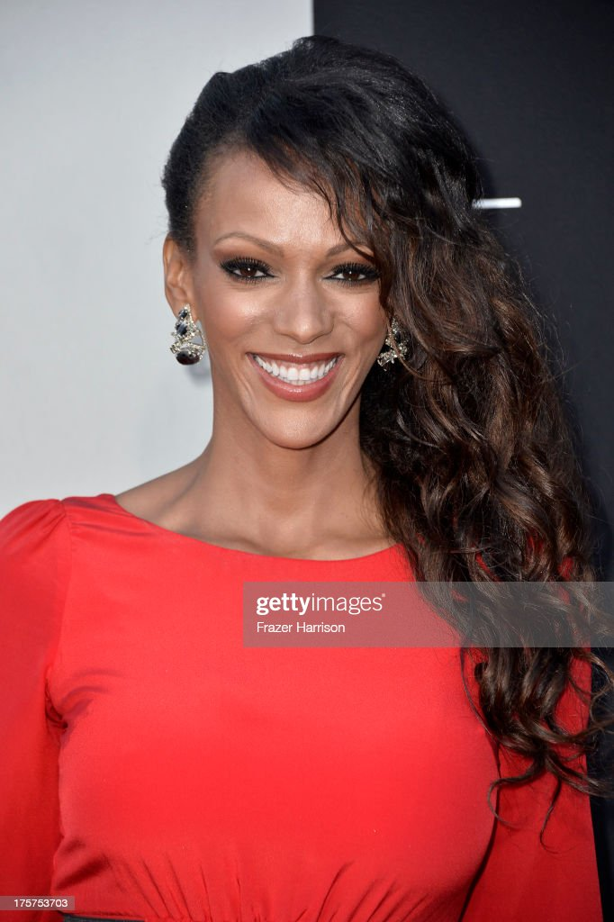 Actress <a gi-track='captionPersonalityLinkClicked' href=/galleries/search?phrase=Judi+Shekoni&family=editorial&specificpeople=208917 ng-click='$event.stopPropagation()'>Judi Shekoni</a> arrives at the premiere of TriStar Pictures' 'Elysium' at Regency Village Theatre on August 7, 2013 in Westwood, California.