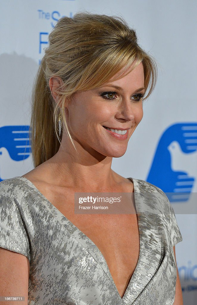 Actress Julia Bowen arrives at The Saban Free Clinic's Gala Honoring ABC Entertainment Group President Paul Lee and Bob Broder at The Beverly Hilton Hotel on November 19, 2012 in Beverly Hills, California.