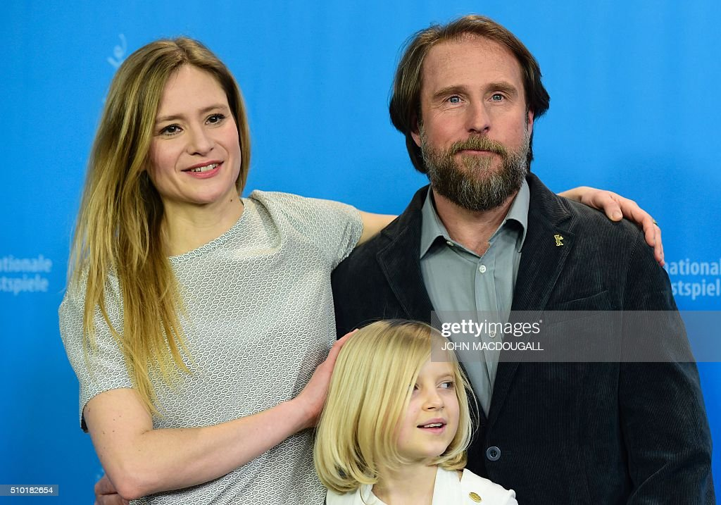 Actress Julia Jentsch, actor Bjarne Maedel and actress Emilia Pieske pose at a photocall for the film '24 Weeks' (24 Wochen) during the 66th Berlinale Film Festival in Berlin on February 14, 2016. Eighteen pictures vie for the Golden Bear top prize at the event which runs from February 11 to 21, 2016. / AFP / John MACDOUGALL