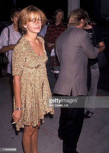 Actress Julia Roberts and actor Kiefer Sutherland attend the 'Die Hard 2' Westwood Premiere on July 2 1990 at Avco Centre Cinemas in Westwood...