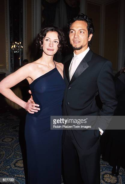 Actress Julia Roberts and boyfriend Benjamin Bratt arrive for the American Museum of the Moving Image gala event honoring her achievements March 4...