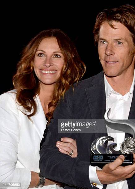 Actress Julia Roberts and Daniel Moder attend Heal The Bay's 'Bring Back The Beach' Annual Awards Presentation Dinner held at The Jonathan Club on...