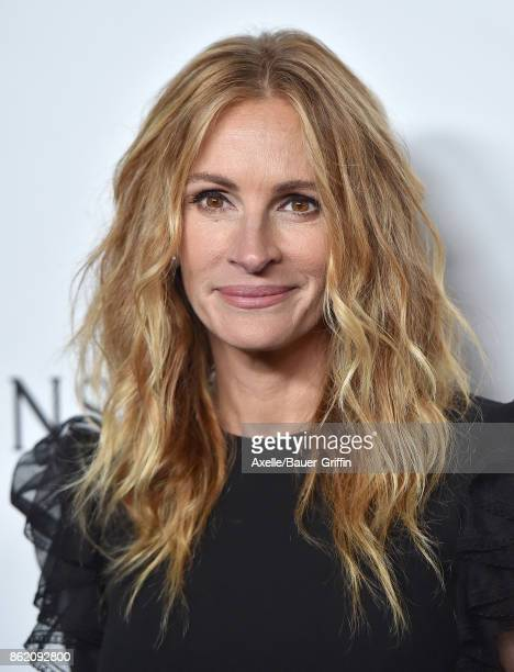 Actress Julia Roberts arrives at amfAR Los Angeles 2017 at Ron Burkle's Green Acres Estate on October 13 2017 in Beverly Hills California