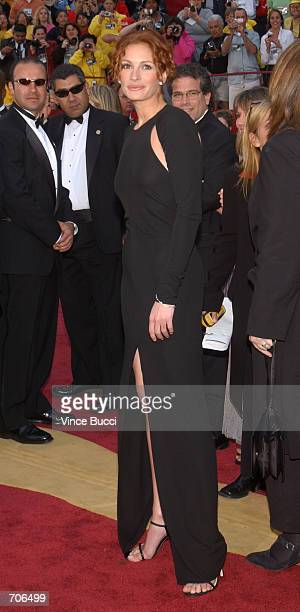 Actress Julia Roberts arrives at the 74th Annual Academy Awards March 24 2002 at The Kodak Theater in Hollywood CA