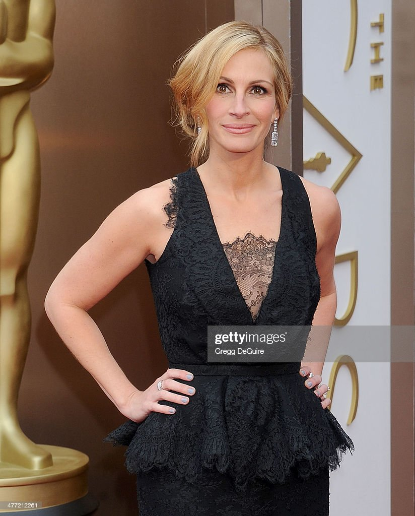 Actress <a gi-track='captionPersonalityLinkClicked' href=/galleries/search?phrase=Julia+Roberts&family=editorial&specificpeople=202605 ng-click='$event.stopPropagation()'>Julia Roberts</a> arrives at the 86th Annual Academy Awards at Hollywood & Highland Center on March 2, 2014 in Hollywood, California.