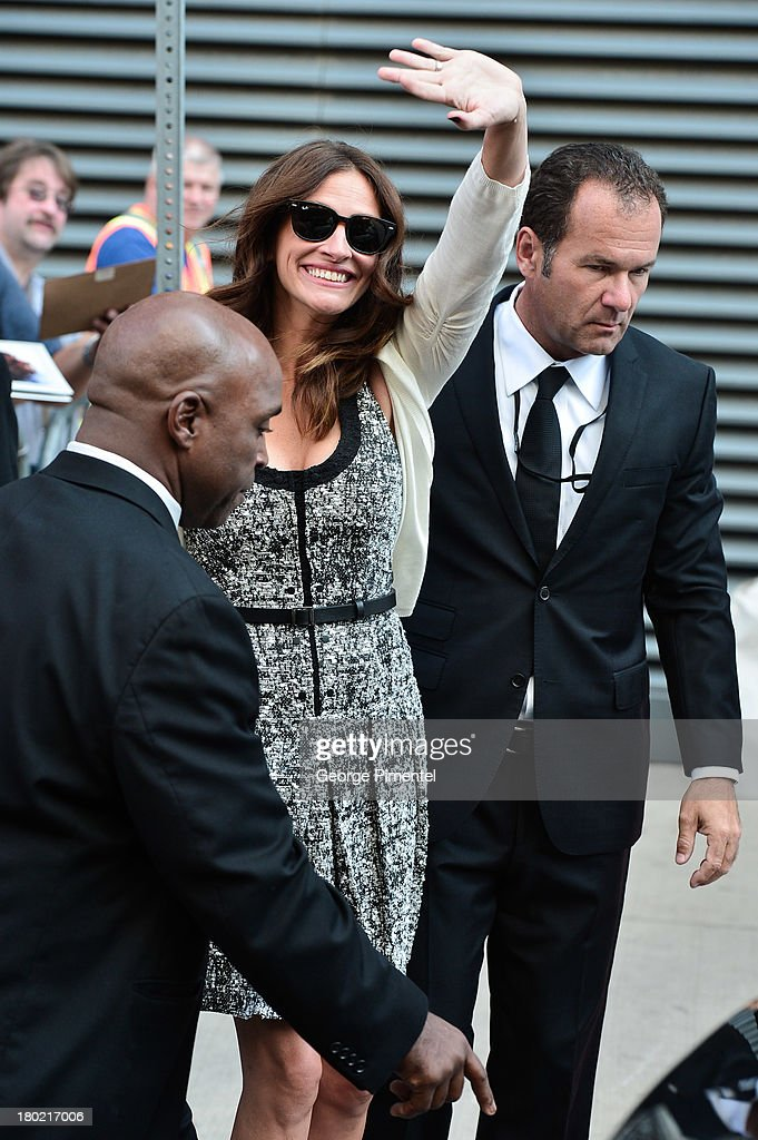 Actress <a gi-track='captionPersonalityLinkClicked' href=/galleries/search?phrase=Julia+Roberts&family=editorial&specificpeople=202605 ng-click='$event.stopPropagation()'>Julia Roberts</a> arrives at the 'August: Osage County' Press Conference during the 2013 Toronto International Film Festival at TIFF Bell Lightbox on September 10, 2013 in Toronto, Canada.