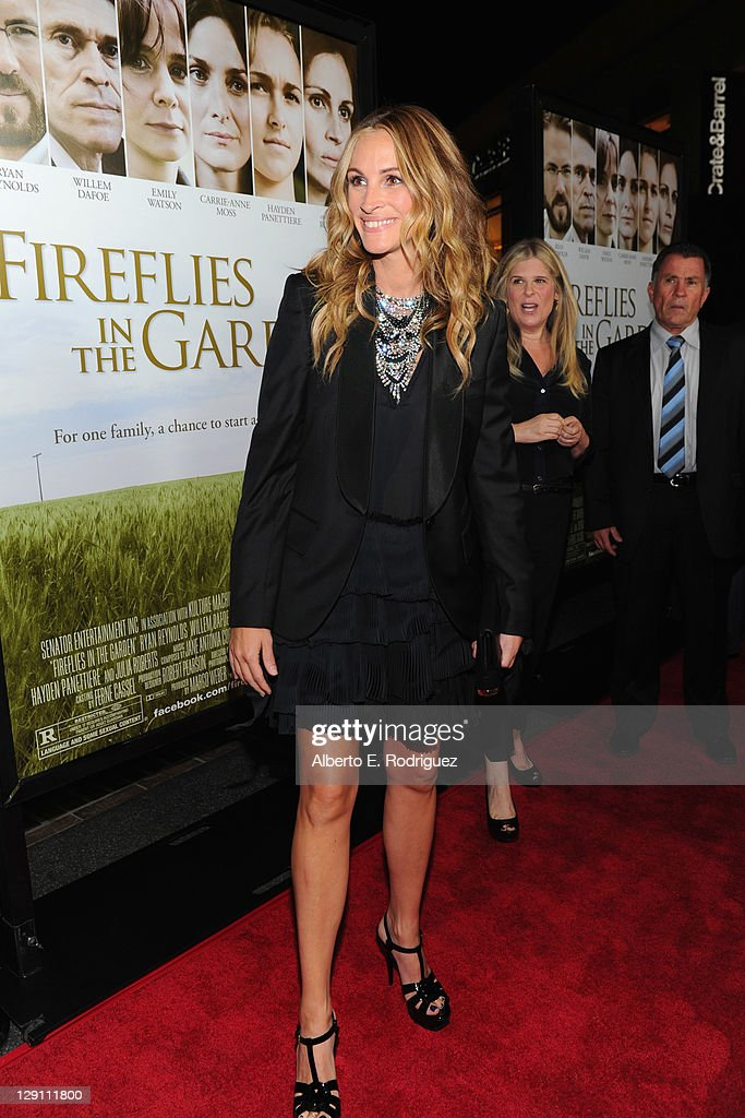 Actress Julia Roberts arrives at the 'Fireflies In The Garden' Premiere at Pacific Theaters at the Grove on October 12 2011 in Los Angeles California