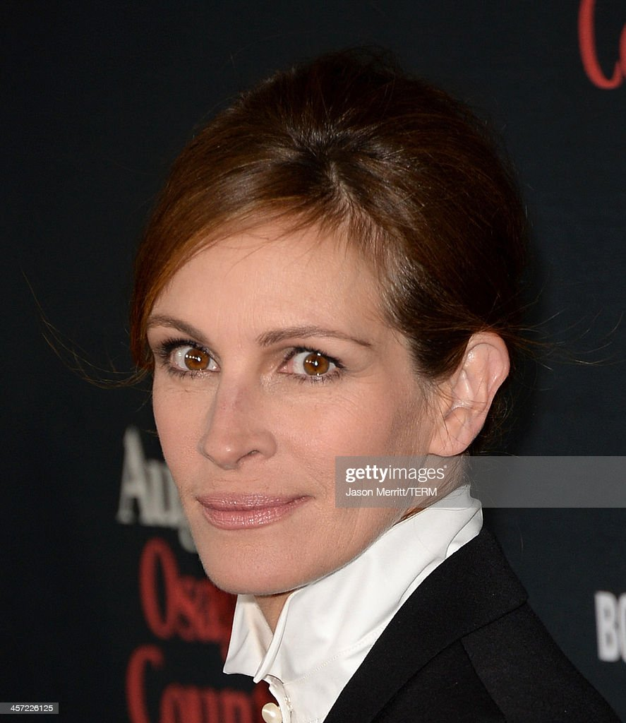Actress <a gi-track='captionPersonalityLinkClicked' href=/galleries/search?phrase=Julia+Roberts&family=editorial&specificpeople=202605 ng-click='$event.stopPropagation()'>Julia Roberts</a> arrives at the premiere of The Weinstein Company's 'August: Osage County' at Regal Cinemas L.A. Live on December 16, 2013 in Los Angeles, California.