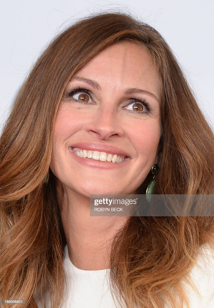 Actress Julia Roberts arrives for the the 17th Annual Hollywood Film Awards Gala, October 21, 2013 at the Beverly Hilton Hotel in Beverly Hills, California AFP PHOTO / Robyn Beck