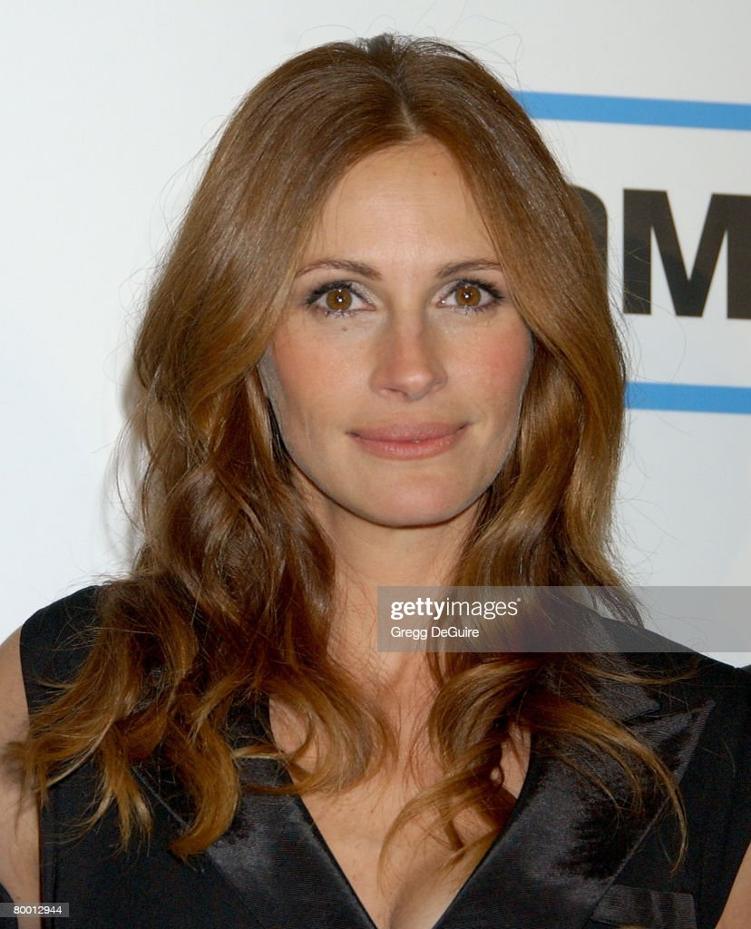 a biography of julia roberts the american actress Julia fiona roberts (born october 28, 1967) is an american actress and producer she became a hollywood star after headlining the romantic comedy pretty.