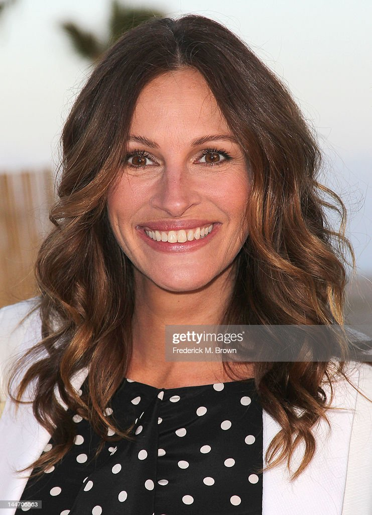 Actress <a gi-track='captionPersonalityLinkClicked' href=/galleries/search?phrase=Julia+Roberts&family=editorial&specificpeople=202605 ng-click='$event.stopPropagation()'>Julia Roberts</a> attends Heal The Bay's Bring Back The Beach Fundraiser on May 17, 2012 in Santa Monica, California.