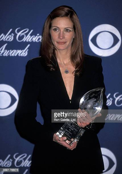 Actress Julia Roberts attends the 28th Annual People's Choice Awards on January 13 2002 at Pasadena Civic Auditorium in Los Angeles California
