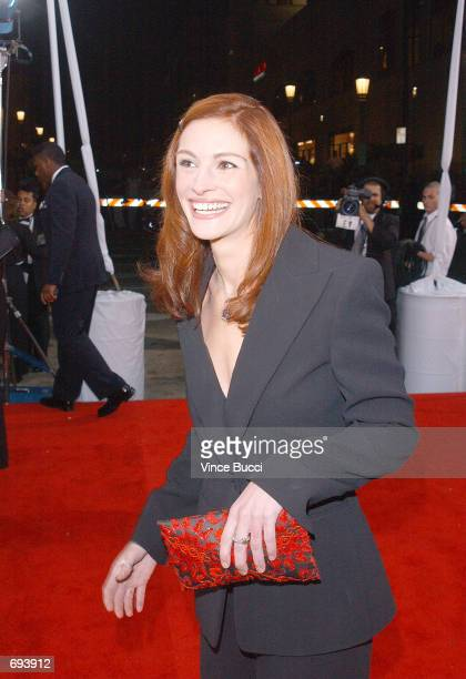 Actress Julia Roberts attends the 28th Annual Peoples Choice Awards at the Pasadena Civic Center January 13 2002 in Pasadena CA