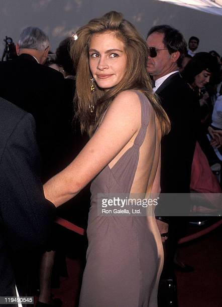 Actress Julia Roberts attends the 62nd Annual Academy Awards on March 26 1990 at Dorothy Chandler Pavilion Music Center in Los Angeles California