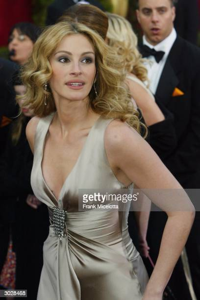 Actress Julia Roberts attends the 76th Annual Academy Awards at the Kodak Theater on February 29 2004 in Hollywood California