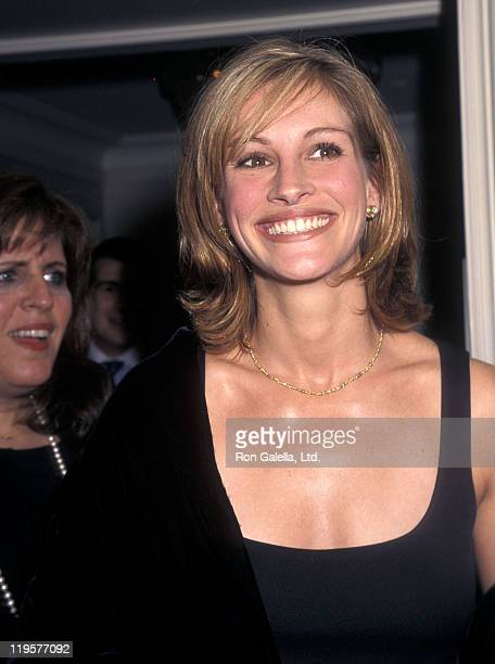 Actress Julia Roberts attends the American Museum of the Moving Image Salutes Tom Brokaw and Joe Roth on September 23 1997 at the St Regis Hotel in...