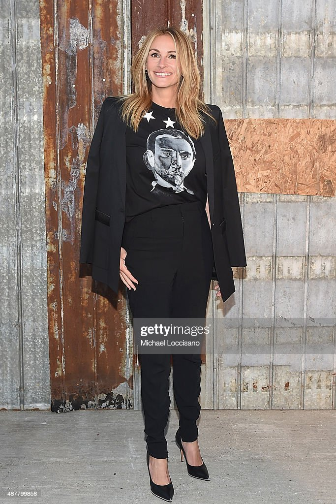 Actress <a gi-track='captionPersonalityLinkClicked' href=/galleries/search?phrase=Julia+Roberts&family=editorial&specificpeople=202605 ng-click='$event.stopPropagation()'>Julia Roberts</a> attends the Givenchy fashion show during Spring 2016 New York Fashion Week at Pier 26 at Hudson River Park on September 11, 2015 in New York City.