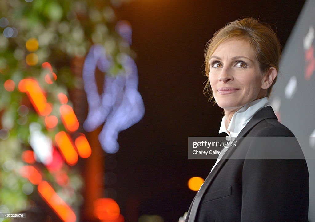 Actress <a gi-track='captionPersonalityLinkClicked' href=/galleries/search?phrase=Julia+Roberts&family=editorial&specificpeople=202605 ng-click='$event.stopPropagation()'>Julia Roberts</a> attends the LA premiere Of 'August: Osage County' presented by The Weinstein Company in partnership with Bombardier at Regal Cinemas L.A. Live on December 16, 2013 in Los Angeles, California.