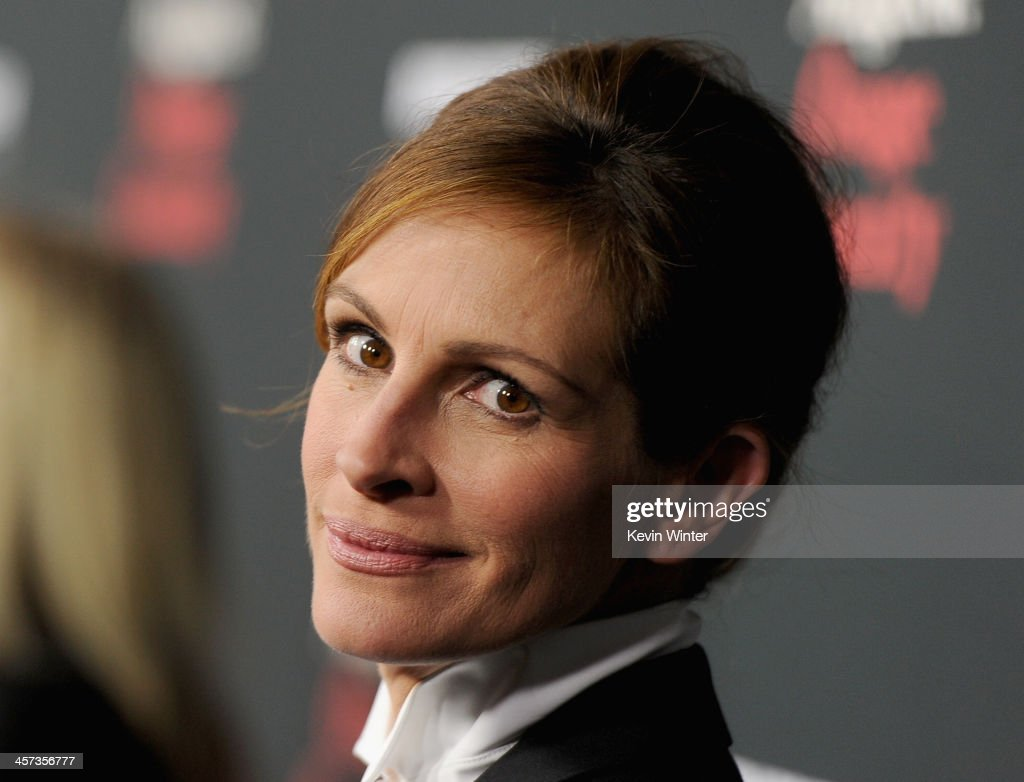 Actress <a gi-track='captionPersonalityLinkClicked' href=/galleries/search?phrase=Julia+Roberts&family=editorial&specificpeople=202605 ng-click='$event.stopPropagation()'>Julia Roberts</a> attends the Premiere of The Weinstein Company's 'August: Osage County' at Regal Cinemas L.A. Live on December 16, 2013 in Los Angeles, California.