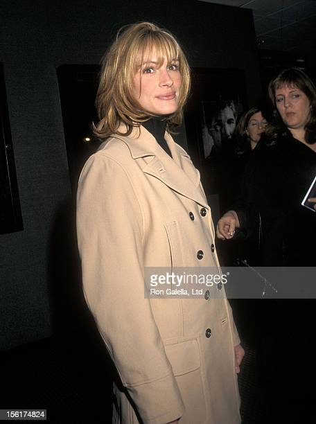 Actress Julia Roberts attends the 'Red Corner' New York City Premiere on October 21 1997 at City Cinemas Cinema 1 in new York City