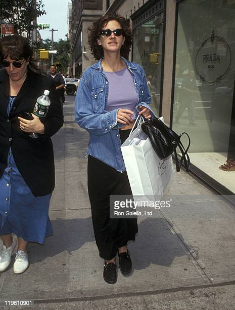 Actress Julia Roberts on June 12 1997 shopping on Madison Avenue in New York City