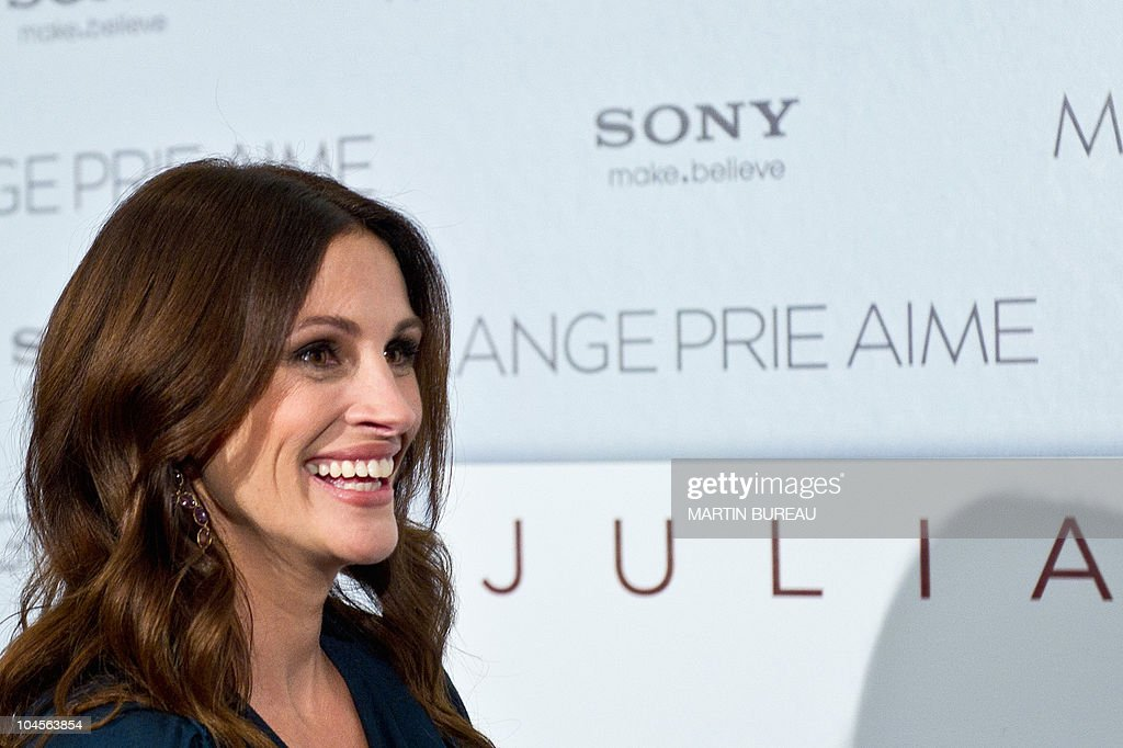 US actress <a gi-track='captionPersonalityLinkClicked' href=/galleries/search?phrase=Julia+Roberts&family=editorial&specificpeople=202605 ng-click='$event.stopPropagation()'>Julia Roberts</a> poses during a photocall for 'Mange, prie, aime' (eat, pray, love) directed by Ryan Murphy on September 19, 2010 in Paris. The film will be released on French screens on September 22, 2010.