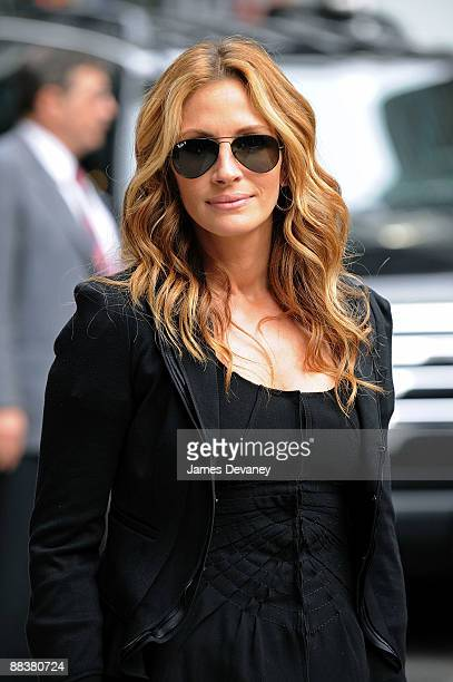 Actress Julia Roberts visits 'Late Show with David Letterman' at the Ed Sullivan Theater June 9 2009 in New York City