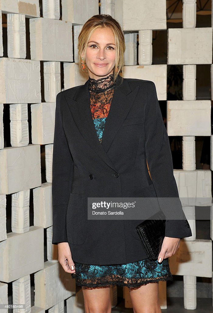 Actress <a gi-track='captionPersonalityLinkClicked' href=/galleries/search?phrase=Julia+Roberts&family=editorial&specificpeople=202605 ng-click='$event.stopPropagation()'>Julia Roberts</a>, wearing Bottega Veneta, attends the Hammer Museum Gala in Garden sponsored by Bottega Veneta at Hammer Museum on October 10, 2015 in Westwood, California.