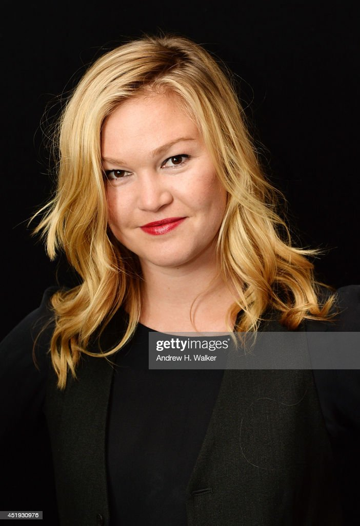 Actress <a gi-track='captionPersonalityLinkClicked' href=/galleries/search?phrase=Julia+Stiles&family=editorial&specificpeople=202217 ng-click='$event.stopPropagation()'>Julia Stiles</a> attends the 'Phoenix' cast photo call at Phoenix Rehearsal Hall on July 9, 2014 in New York City.